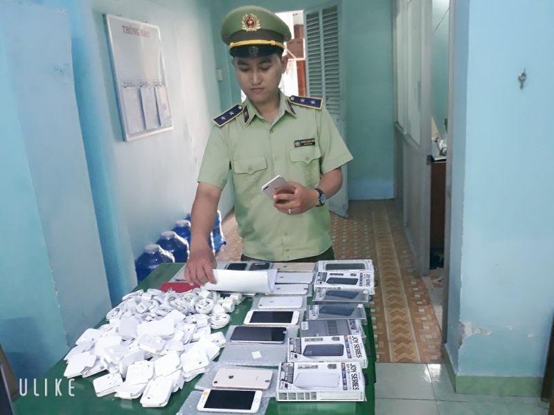 Lực lượng QLTT tỉnh Tiền Giang vừa phát hiện và tạm giữ nhiều 63 điện thoại Iphone đã qua sử dụng và 177 phụ kiện có dấu hiệu hàng nhập lậu