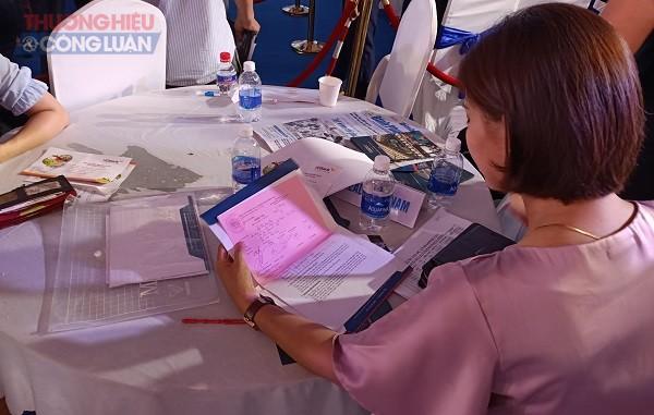 """Khách hàng ký kết hợp đồng đặt cọc thông """"Phiếu đăng kí tìm hiểu thông tin"""" dự án Diamond City - Lộc Ninh"""
