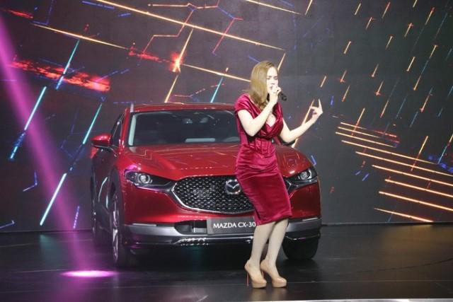 Mazda CX-30 được THACO AUTO phân phối gồm 2 phiên bản 2.0L Premium (giá 839 triệu đồng/chiếc) và 2.0L Luxury (899 triệu đồng/chiếc)