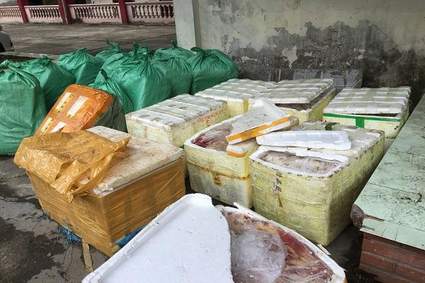 Hơn 1 tấn sản phẩm động vật không rõ nguồn gốc, bốc mùi hôi thối bị thu giữ