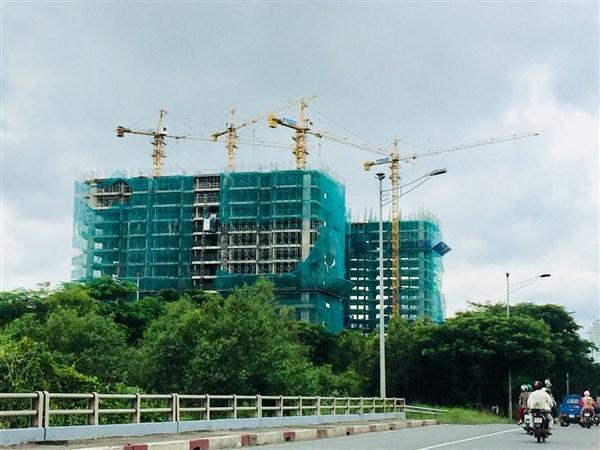 Sở Xây dựng TP HCM kiến nghị thực hiện thanh tra, kiểm tra điều kiện ký hợp đồng huy động vốn các dự án nhà ở theo quy định tại Nghị định 99/2015/NĐ-CP và xử lý vi phạm.