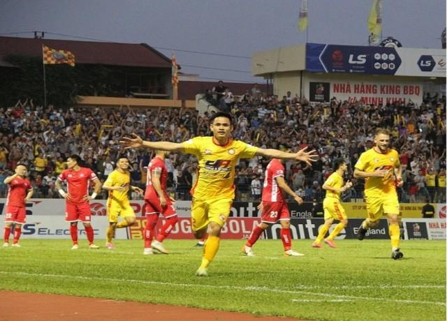 Các cầu thủ Đông Á Thanh Hóa liên tiếp dành chiến thắng những trận đấu vừa qua