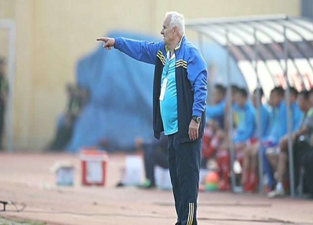 HLV Petrovic sẽ có cuộc đối đầu rất thú vị trước Kiatisak