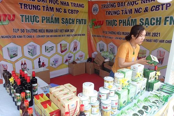 Gian hàng của Đại học Nha Trang