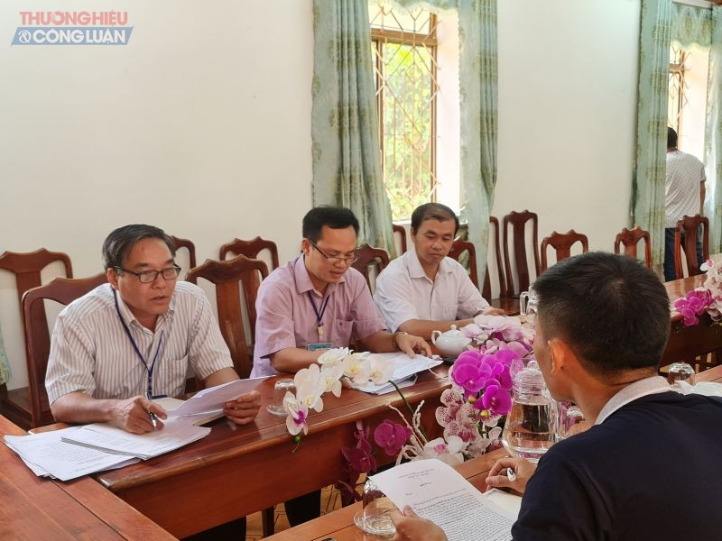 Phóng viên đã làm việc với UBND xã Minh Tân, tuy nhiên phía địa phương từ chối trả lời những nội dung trong đơn thư phản ánh.