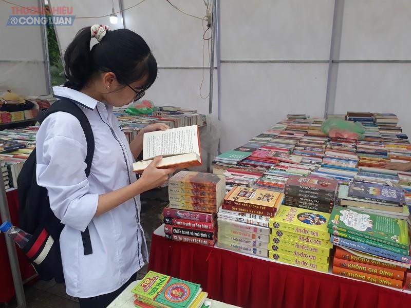 Ngày Sách và văn hóa đọc Việt Nam tỉnh Bắc Ninh thu hút đông đảo độc giả là các em học sinh