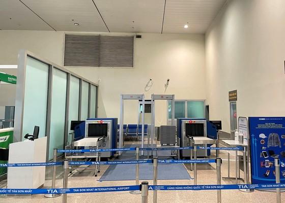 2 máy soi chiếu an ninh và cổng từ được lắp tại nhà ga quốc nội sân bay Tân Sơn Nhất