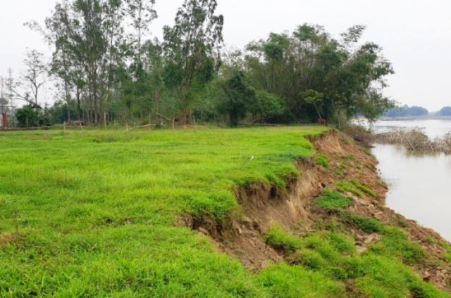 Khu vực bến thủy nội địa của ông Long tại xã Điện Phước , Điện bàn( Quảng Nam) là trái phép đang uy hiếp đến đất sản xuất của người dân ảnh hưởng sạt lở