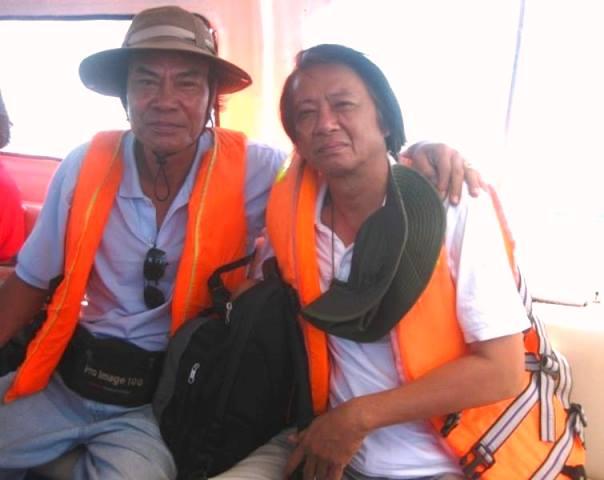 Trên đường ra Cù Lao Chàm Nhà văn Hồ Sỹ Bình và tác giả