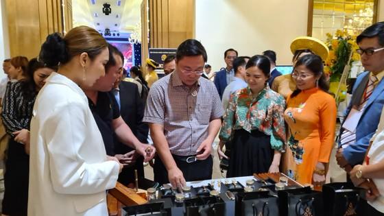 Chương trình thu hút gần 200 gian hàng tham dự trưng bày và tìm kiếm các đối tác phân phối, tiêu thụ sản phẩm. Ảnh: Nguyễn Cường