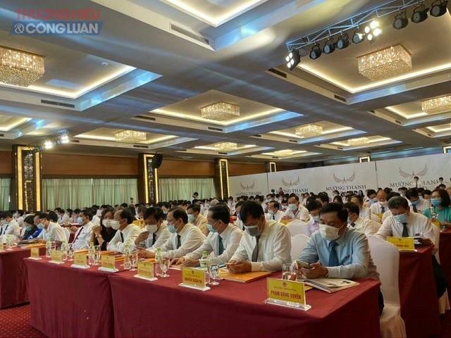 Các đại biểu tham dự kỳ họp mang khẩu trang để phòng dịch Covid-19