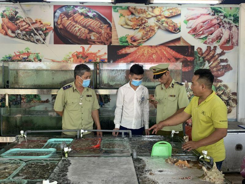 Đoàn kiểm tra làm việc tại nhà hàng Tháo Bà 86
