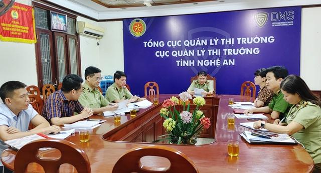 ông Nguyễn Văn Hường – Trưởng đoàn, Cục trưởng Cục QLTT tỉnh Nghệ An chủ trì cuộc họp triển khai nhiệm vụ của Đoàn kiểm tra liên ngành