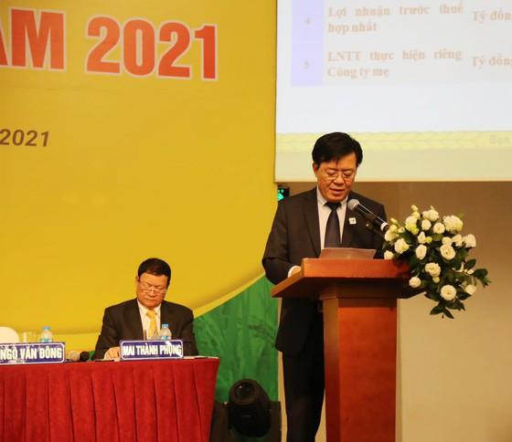 Ông Ngô Văn Đông - Tổng Giám đốc Công ty Bình Điền – báo cáo trước đại hội đồng cổ đông