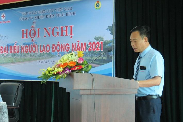 Ông Trần Hữu Học – Phó Giám đốc Công ty trình bày báo cáo tổng kết năm 2020 và phương hướng nhiệm vụ năm 2021