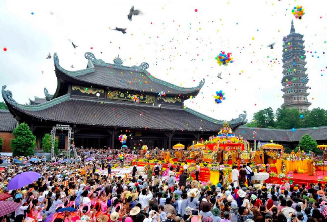 Tập trung chống dịch COVID: Bộ Văn hoá yêu cầu tạm dừng các lễ hội