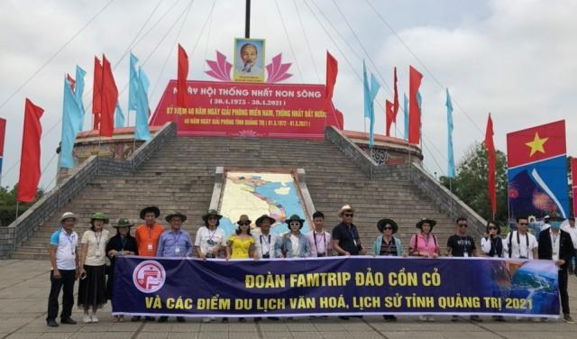 ... tại Cột cờ Hiền Lương- sông Bến Hải