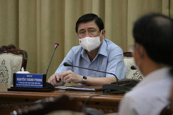 Chủ tịch UBND TP.HCM Nguyễn Thành Phong phát biểu chỉ đạo tại cuộc họ