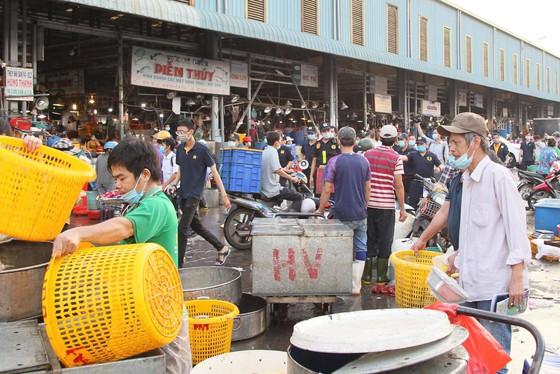 Một số tiểu thương trong chợ vẫn không chấp hành việc đeo khẩu trang
