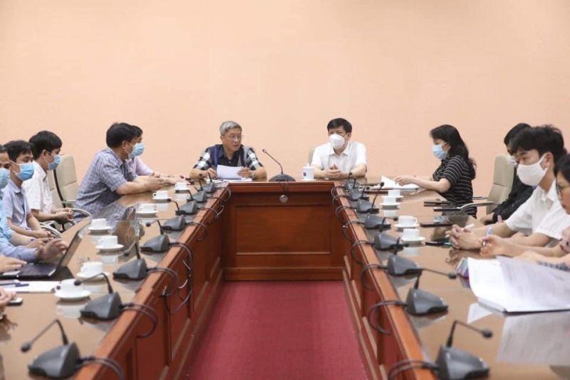 Bộ trưởng Y tế gặp mặt và giao nhiệm vụ cho đoàn công tác sang Lào hỗ trợ phòng chống dịch COVID-19