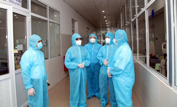 Bí thư Tỉnh ủy kiểm tra công tác khám, chữa bệnh và động viên y, bác sỹ Bệnh viện Đa khoa khu vực Phúc Yên