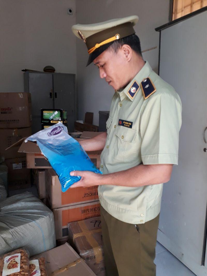 Lực lượng chức năng tỉnh Phú Yên tạm giữ hàng nghìn sản phẩm thực phẩm, văn phòng phẩm nhập lậu, không rõ nguồn gốc xuất xứ