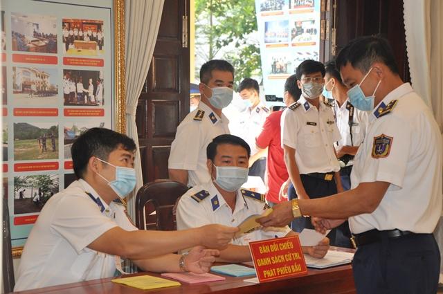 Bầu cử sớm để các cử tri Cán bộ chiến sĩ BTL Vùng Cảnh sát biển 3 thực hiện nhiệm vụ trên biển