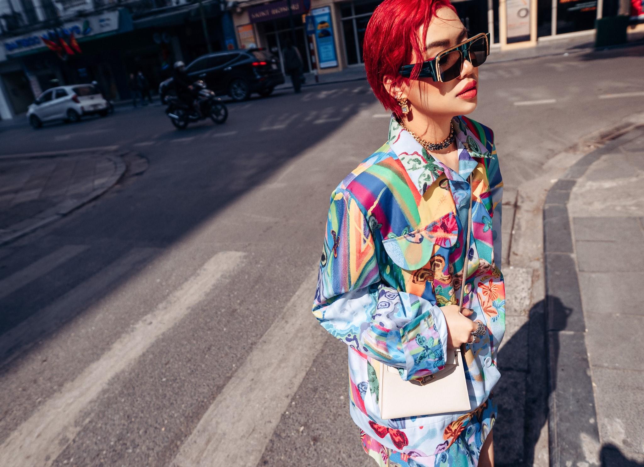 Ít ai biết được trước khi dấn thân vào ngành thời trang, NTK Hòa Nguyễn đã có thời gian làm trong lĩnh vực ngân hàng