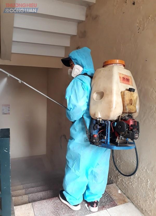 Công tác phun khử khuẩn tại trường tiểu học Ngọc Sơn quận Kiến An, Hải Phòng