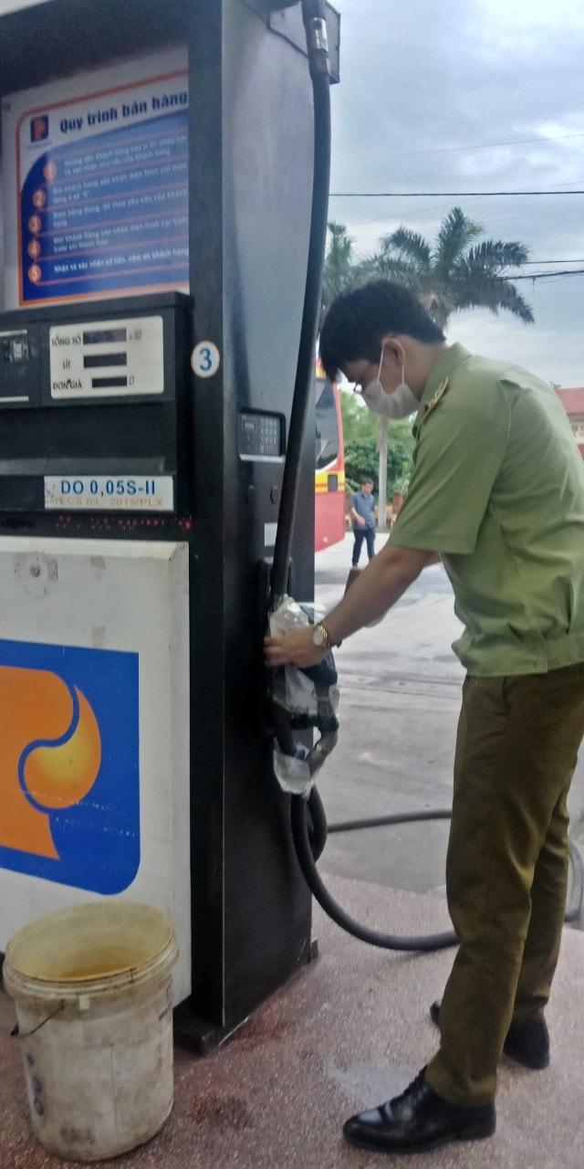 QLTT Nam Định kịp thời ngăn chặn cung ứng trên 20 nghìn lít dầu Diesel không đảm bảo chất lượng ra thị trường (Ảnh Cục QLTT Nam Định)