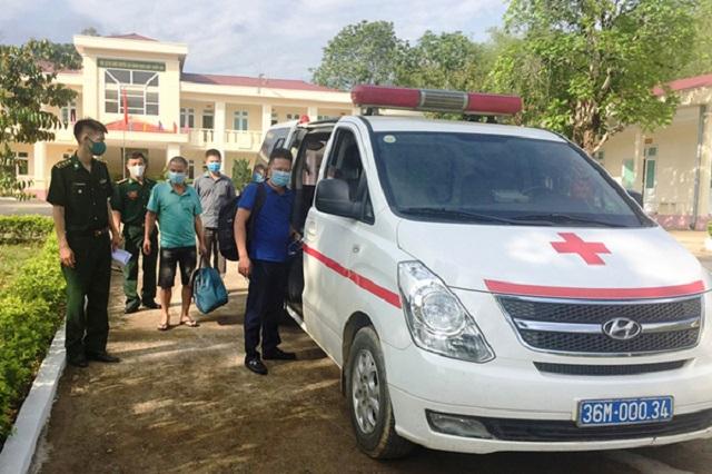 Đồn Biên phòng Tam Thanh đã hoàn chỉnh các thủ tục và bàn giao cho Trung tâm y tế huyện Quan Sơn đưa về khu vực cách ly theo quy định.