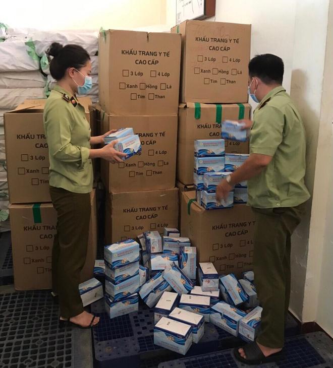 Cục QLTT Phú Yên tạm giữ 48.500 cái khẩu trang y tế không có hóa đơn, chứng từ