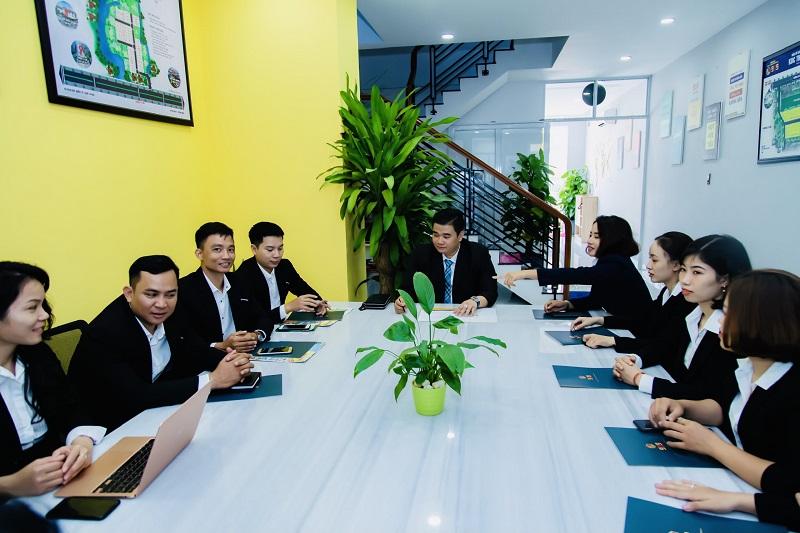 CEO Nguyễn Duy Khương - Chủ tịch HĐQT Công ty CP Đầu tư Thương mại 939 và ban lãnh đạo Công ty