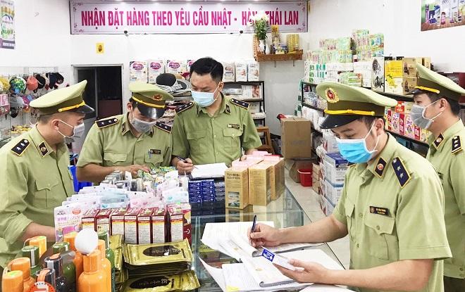Đội QLTT số 1 (Cục QLTT Lạng Sơn) kiểm tra hàng hóa vi phạm