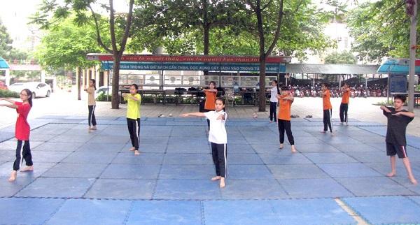 Học sinh Trường THCS Nông Trang, thành phố Việt Trì tập thể dục aerobic (ảnh chụp ngày 28/4)