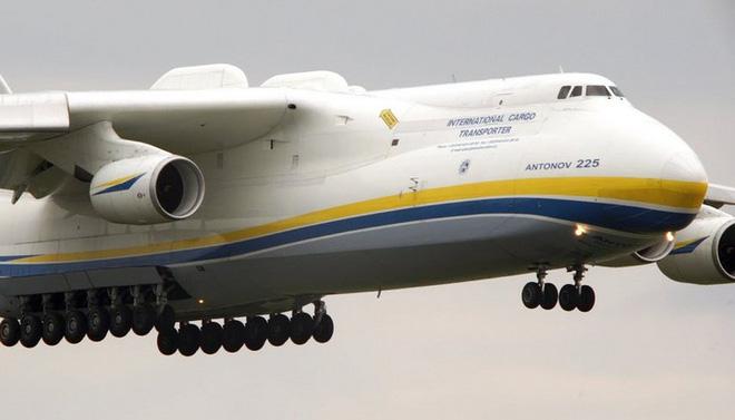 """Siêu máy bay vận tải Antonov An-225 - """"chú chim"""" lớn nhất bầu trời"""