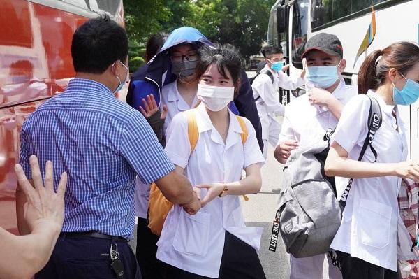 Sinh viên Đại học Y Hải Dương lên đường chi viện chống dịch