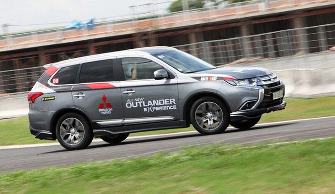 """i Outlander được triệu hồi khắc phục rủi ro """"trôi xe"""" khi dừng, đỗ"""