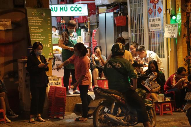 TP.HCM cấm quán ăn nhỏ bán tại chỗ, chỉ bán mang về (Ảnh minh họa)