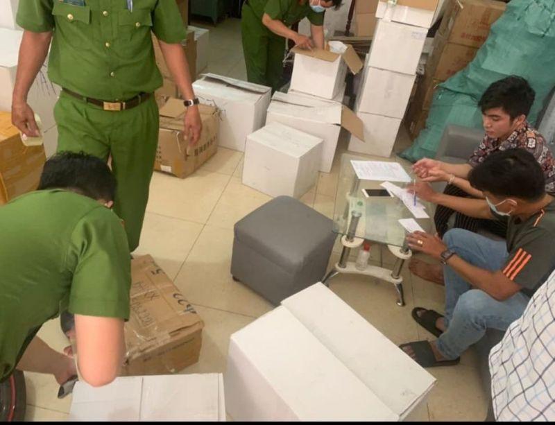 Lực lượng chức năng TPHCM đang tiến hành niêm phong tang vật vụ việc