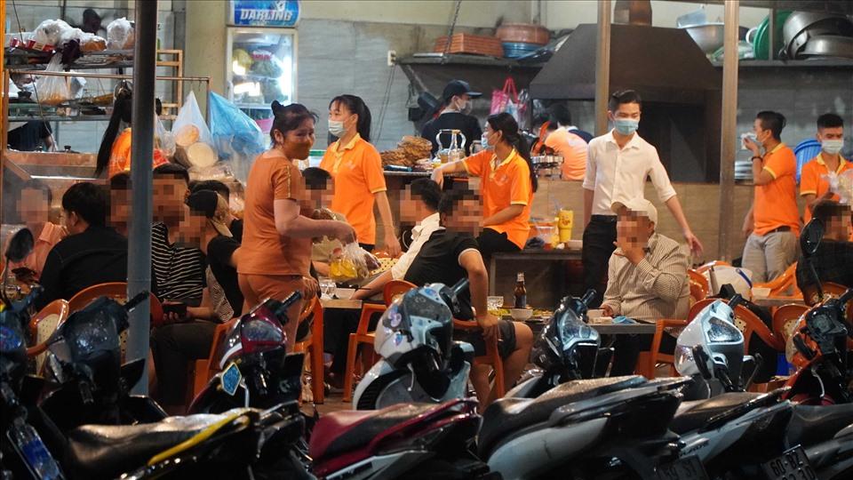 Nhà hàng Ốc Nguyên tổ chức phục vụ khoảng 50 người, không đảm bảo khoảng cách theo quy định