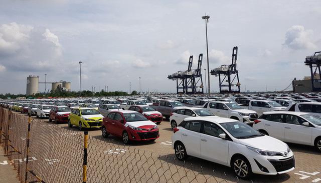"""Ô tô nhập khẩu tiếp tục """"đổ bộ"""" Việt Nam, giá rẻ bất ngờ"""