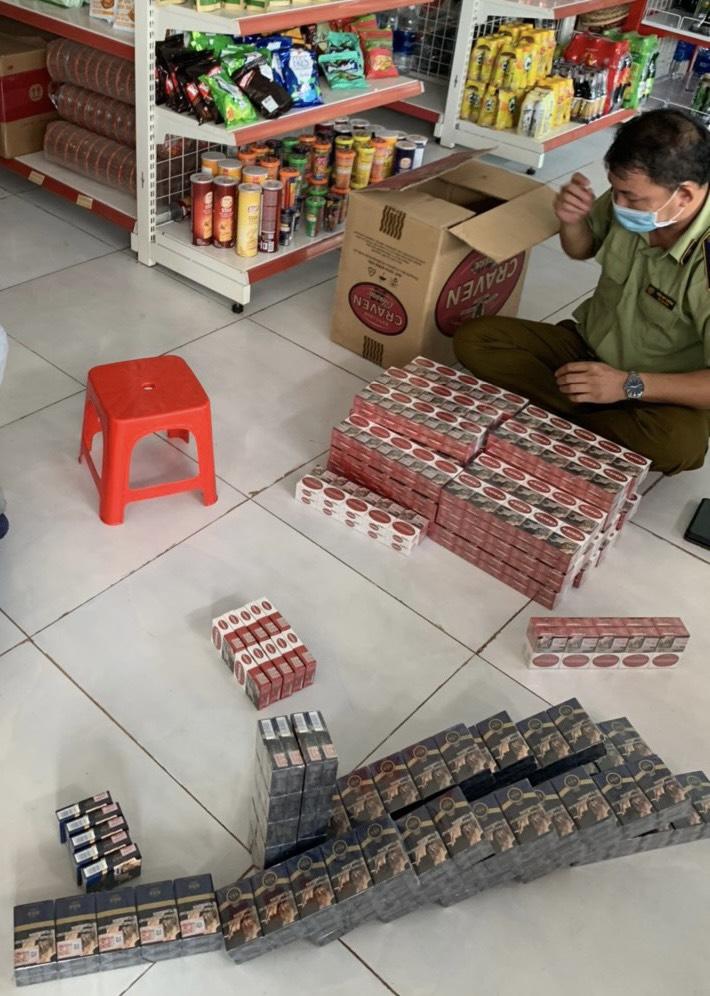 Lực lượng chức năng tỉnh Bình Phước kiểm tra 06 cơ sở bán lẻ thu giữ trên 1.500 bao thuốc lá điếu giả mạo nhãn hiệu