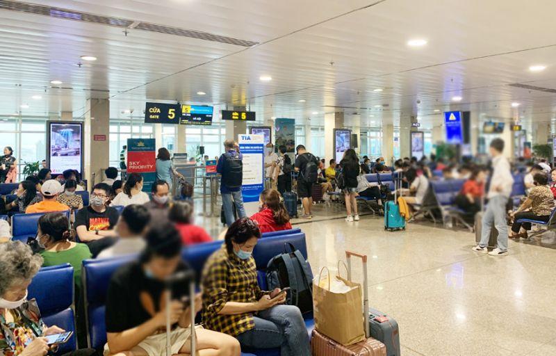 Tạm dừng nhập cảnh toàn bộ hành khách tại sân bay Tân Sơn Nhất. Ảnh: Tuấn Lương