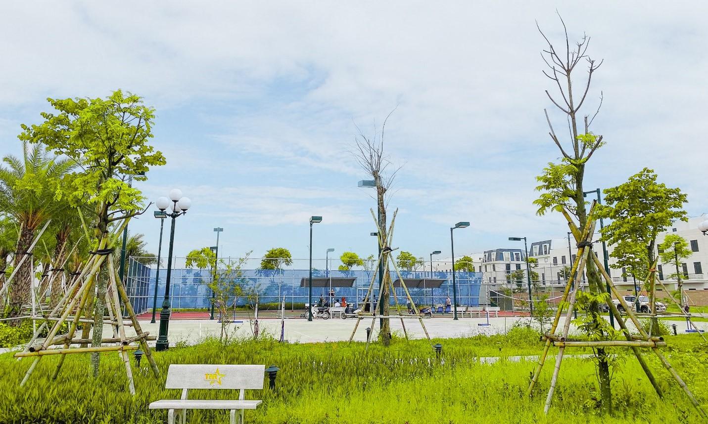 Khu liên hợp thể thao gồm sân tennis, bóng đá, cầu lông… trong khuôn viên dự án TNR Stars Diễn Châu