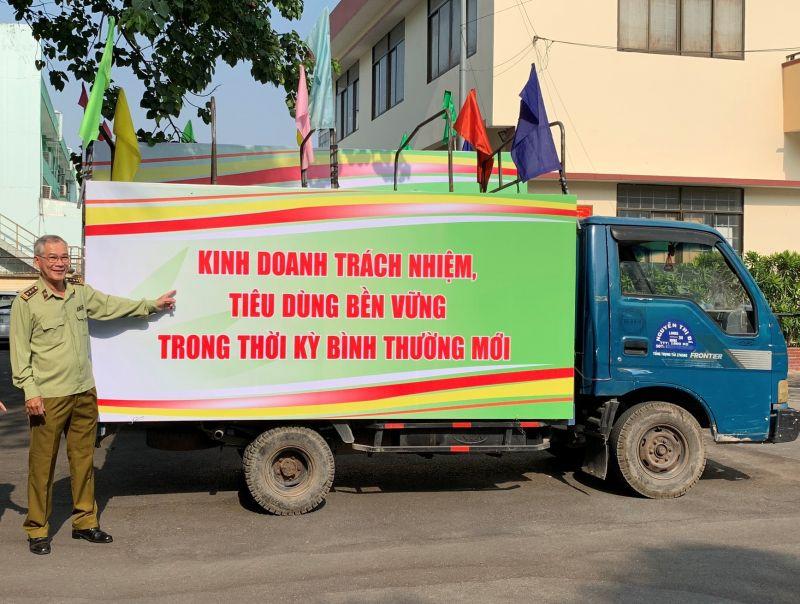 Ông Võ Văn Tỉnh – Quyền Cục trưởng Cục Quản lý thị trường tỉnh Đồng Nai phối hợp trong công tác tuyên truyền