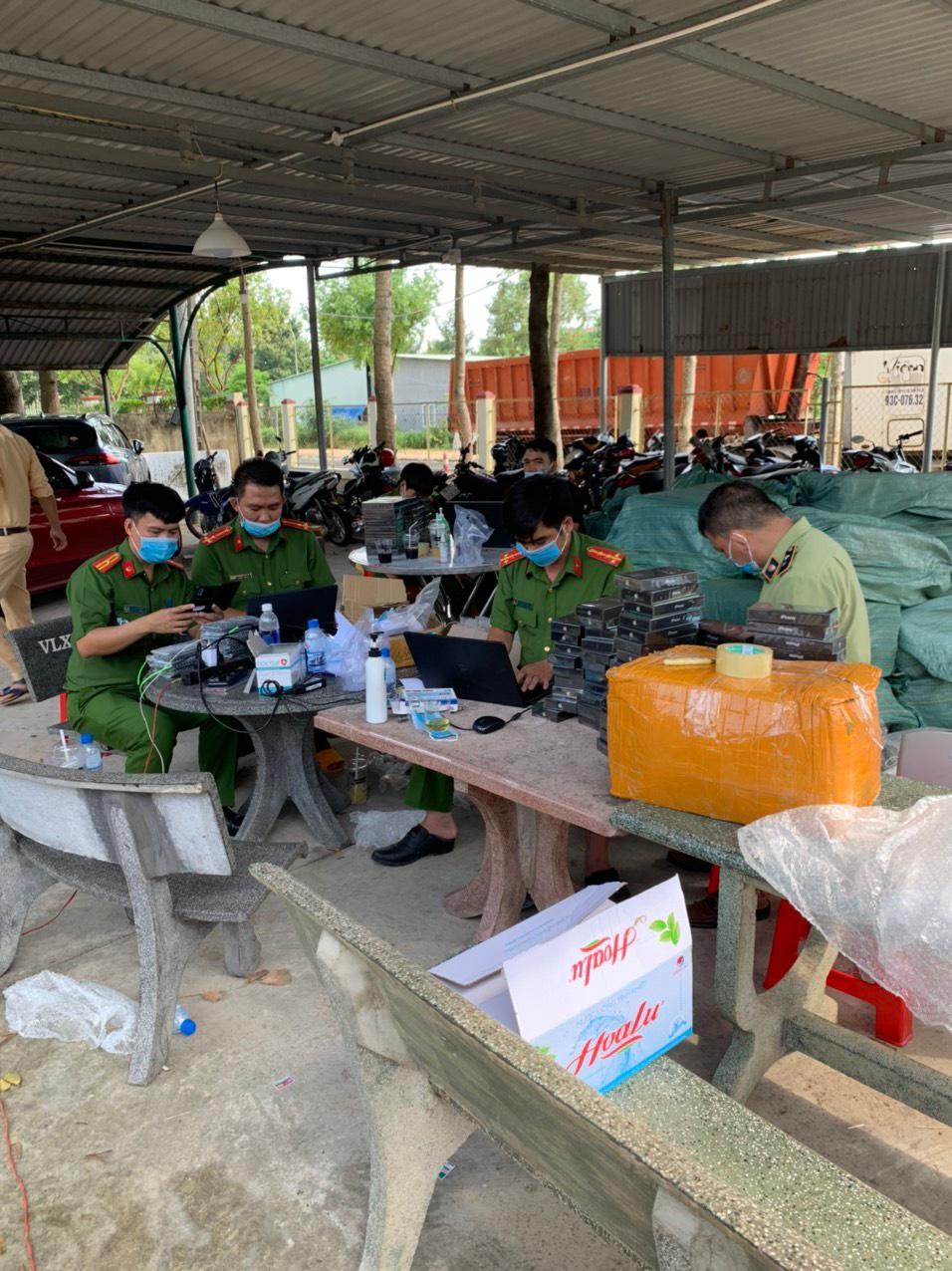 Cục QLTT Bình Phước phối hợp bắt giữ trên 7.500 điện thoại di động có dấu hiệu nhập lậu