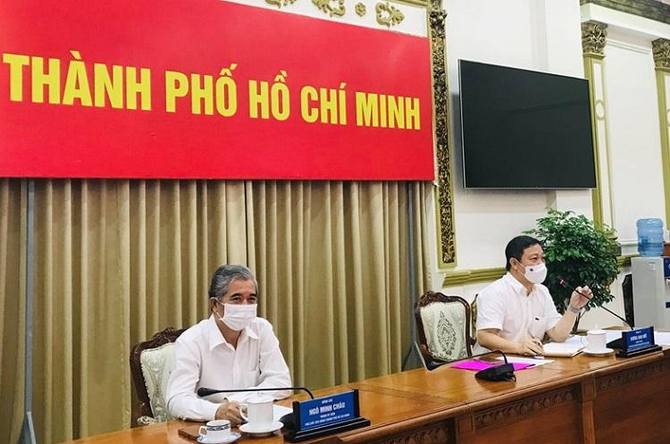 Ông Dương Anh Đức và ông Ngô Minh Châu, Phó Chủ tịch UBND TP Hồ Chí Minh chủ trì cuộc họp Ban Chỉ đạo phòng chống dịch COVID-19 TP Hồ Chí Minh trong chiều tối 4/6.