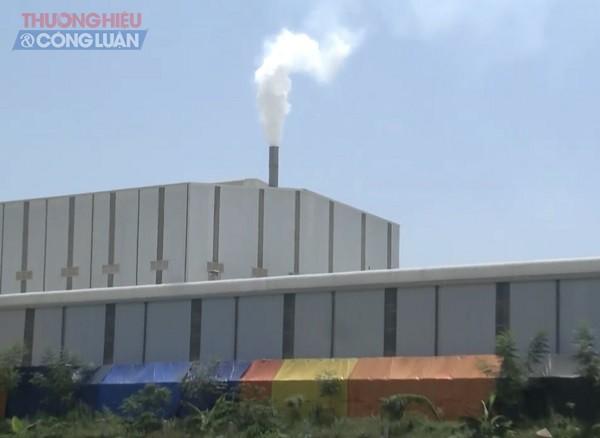 Người dân khẳng định do khói nhà máy để ống khói thấp, gặp thời tiết xấu đã táp xuống khiến lúa bị lép