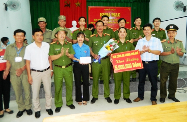 Tổ làm CCCD của Thiếu tá Nguyễn Thanh Duy được khen thưởng